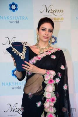 Tabu at the launch of Nizam brand of polki jewellery_Bollyworm (6)