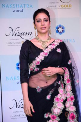 Tabu at the launch of Nizam brand of polki jewellery_Bollyworm (9)