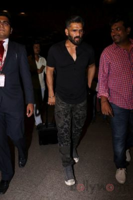 iifa_airport_bollyworm (14)