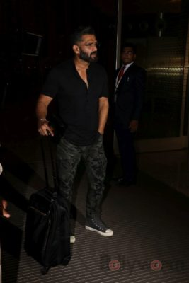 iifa_airport_bollyworm (15)