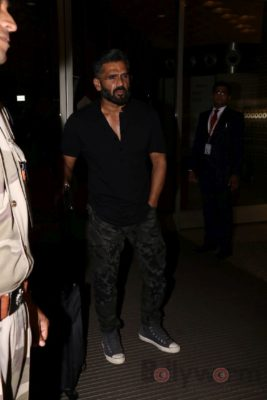 iifa_airport_bollyworm (16)