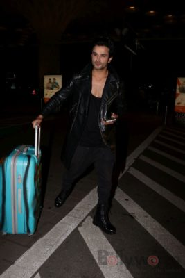 iifa_airport_bollyworm (2)