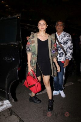 iifa_airport_bollyworm (33)