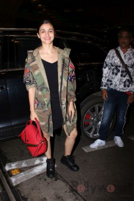 iifa_airport_bollyworm (39)