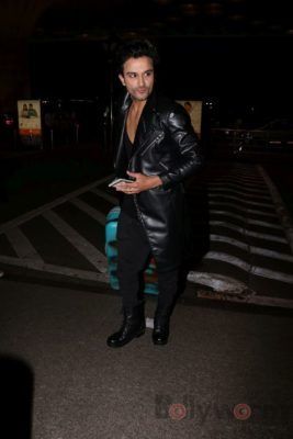 iifa_airport_bollyworm (4)