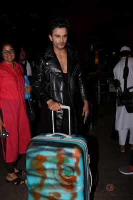 iifa_airport_bollyworm (5)