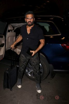 iifa_airport_bollyworm (8)