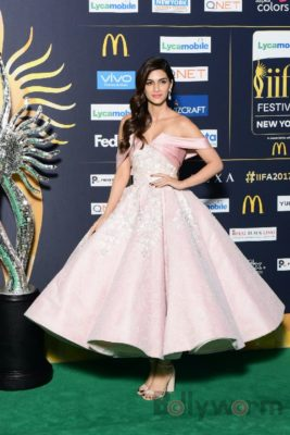 kriti Sanon at IIFA rocks_Bollyworm