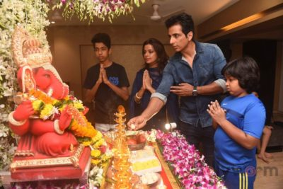 Bollywood Celebs snapped celebrating Ganesh Festival at their homes_Bollyworm (1)