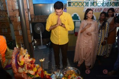 Bollywood Celebs snapped celebrating Ganesh Festival at their homes_Bollyworm (17)