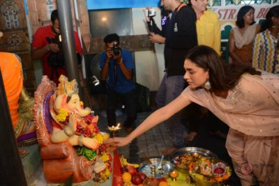 Bollywood Celebs snapped celebrating Ganesh Festival at their homes_Bollyworm (18)