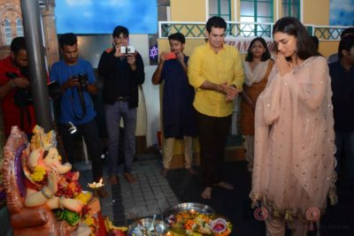 Bollywood Celebs snapped celebrating Ganesh Festival at their homes_Bollyworm (19)