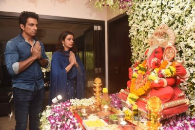 Bollywood Celebs snapped celebrating Ganesh Festival at their homes_Bollyworm (2)
