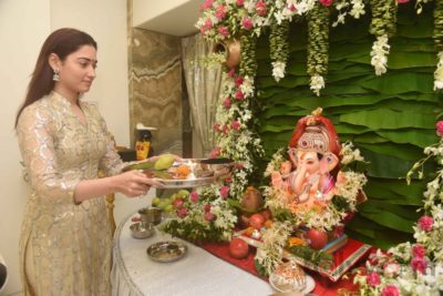 Bollywood Celebs snapped celebrating Ganesh Festival at their homes_Bollyworm (3)