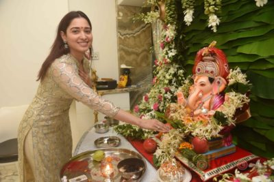 Bollywood Celebs snapped celebrating Ganesh Festival at their homes_Bollyworm (4)