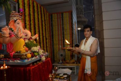 Bollywood Celebs snapped celebrating Ganesh Festival at their homes_Bollyworm (6)