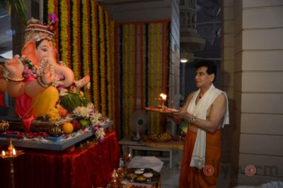 Bollywood Celebs snapped celebrating Ganesh Festival at their homes_Bollyworm (7)