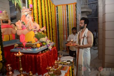Bollywood Celebs snapped celebrating Ganesh Festival at their homes_Bollyworm (8)
