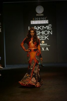 Chitrangada Singh Kalki Koelchin Lakme Fashion Week 2017_Bollyworm (87)