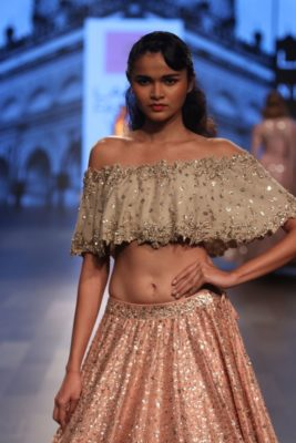 Nargis Fakhri Lakme Fashion Week_Bollyworm (5)