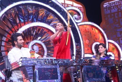 Sonakshi Sinha Candid moments Om Shanti Om Dusshera Episode Bollyworm (5)