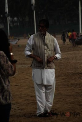 Amitabh Bachchan Cleanliness Drive NDTV-Bollyworm (11)