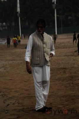 Amitabh Bachchan Cleanliness Drive NDTV-Bollyworm (15)