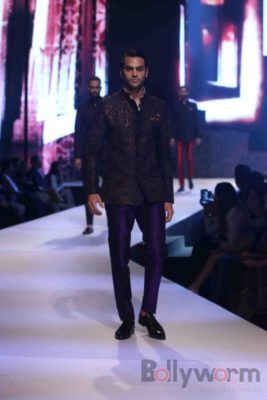 Anil Kapoor turns showstopper-Bollyworm (18)