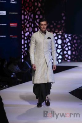 Anil Kapoor turns showstopper-Bollyworm (21)