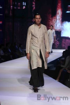 Anil Kapoor turns showstopper-Bollyworm (25)