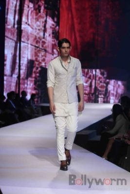 Anil Kapoor turns showstopper-Bollyworm (26)