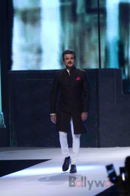 Anil Kapoor turns showstopper-Bollyworm (3)
