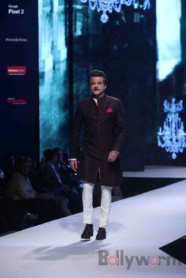 Anil Kapoor turns showstopper-Bollyworm (4)