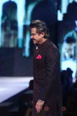 Anil Kapoor turns showstopper-Bollyworm (6)