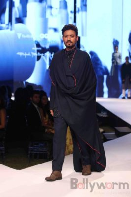 Irrfan Khan showstopper at Van Heusen GQ Fashion Nights 2017 Bollyworm (16)