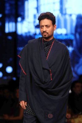 Irrfan Khan showstopper at Van Heusen GQ Fashion Nights 2017 Bollyworm (26)