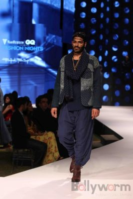 Irrfan Khan showstopper at Van Heusen GQ Fashion Nights 2017 Bollyworm (40)