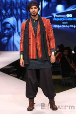 Irrfan Khan showstopper at Van Heusen GQ Fashion Nights 2017 Bollyworm (44)