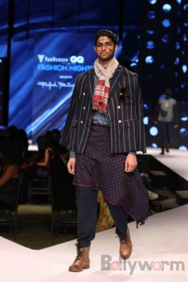 Irrfan Khan showstopper at Van Heusen GQ Fashion Nights 2017 Bollyworm (46)