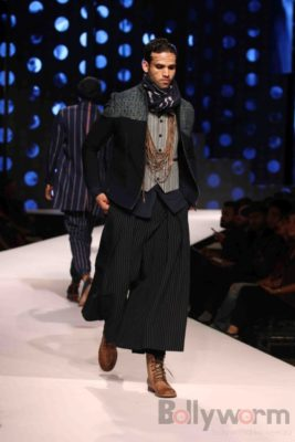 Irrfan Khan showstopper at Van Heusen GQ Fashion Nights 2017 Bollyworm (57)