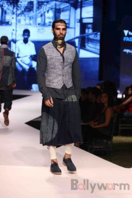 Irrfan Khan showstopper at Van Heusen GQ Fashion Nights 2017 Bollyworm (67)