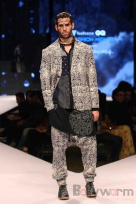 Irrfan Khan showstopper at Van Heusen GQ Fashion Nights 2017 Bollyworm (78)