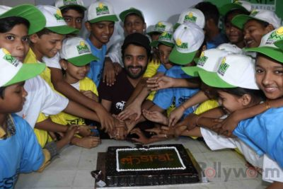 Jackky Bhagnani celebrates Children's Day with Smile Foundation kids Bollyworm (1)