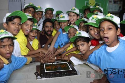 Jackky Bhagnani celebrates Children's Day with Smile Foundation kids Bollyworm (12)