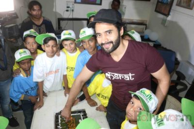 Jackky Bhagnani celebrates Children's Day with Smile Foundation kids Bollyworm (16)