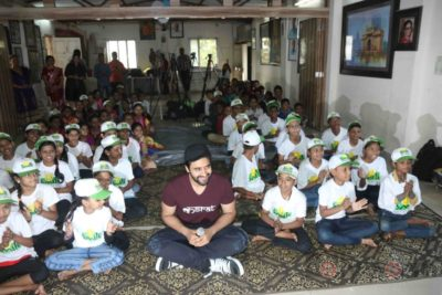 Jackky Bhagnani celebrates Children's Day with Smile Foundation kids Bollyworm (23)