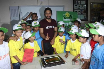 Jackky Bhagnani celebrates Children's Day with Smile Foundation kids Bollyworm (56)