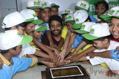 Jackky Bhagnani celebrates Children's Day with Smile Foundation kids Bollyworm (64)