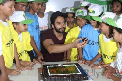 Jackky Bhagnani celebrates Children's Day with Smile Foundation kids Bollyworm (68)