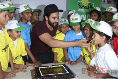 Jackky Bhagnani celebrates Children's Day with Smile Foundation kids Bollyworm (70)